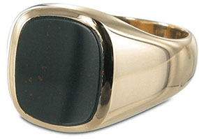 Example of a plain bloodstone signet ring in Rose Gold. This is an example of a black bloodstone showing only a few red flecks.